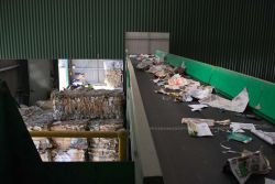 Conveyer of paper material.